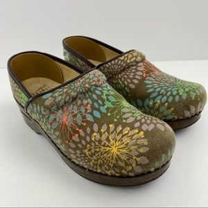 Dansko Vegan Size 37 Brown Starburst Clogs